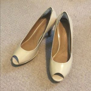 BRAND NEW Clarks open toe pumps - size 8.5